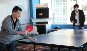 sport au bureau : gymball, tennis de table, babyfoot